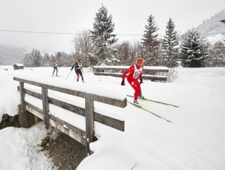 Skitrail Tannheimer Tal Bad Hindelang 2015, 25.01.2015, Tannheimer Tal, Austria (AUT): slower racers pass a bridge