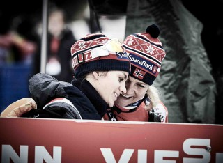 Wintersport, 09.01.2016, Val di Fiemme, Italy (ITA):Heidi Weng (NOR) and Gros Eide (NOR), media coordinator team norway - FIS world cup cross-country, tour de ski, mass women, Val di Fiemme (ITA). www.nordicfocus.com. © Felgenhauer/NordicFocus. Every downloaded picture is fee-liable.