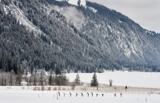 Skitrail Tannheimer Tal Bad Hindelang 2015, 24.01.2015, Tannheimer Tal, Austria (AUT) - Bad Hindelang, Germany (GER): a group of athletes in front of Haldensee