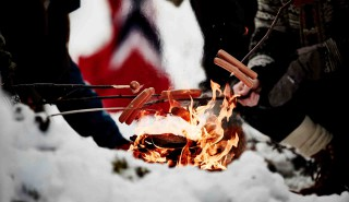 Wintersport, 05.12.2015, Lillehammer, Norway (NOR): norwegian fans and their sausages  - FIS world cup cross-country, skiathlon men, Lillehammer (NOR). www.nordicfocus.com. © Felgenhauer/NordicFocus. Every downloaded picture is fee-liable.